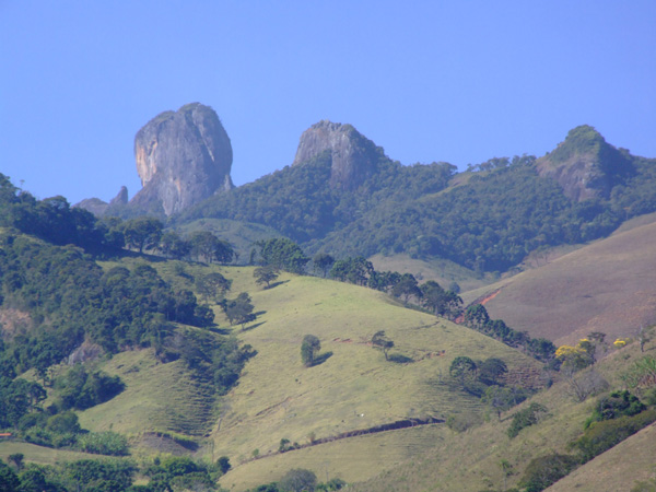 Spectacular scenery and more sunny weather at the Pedra do Bau.